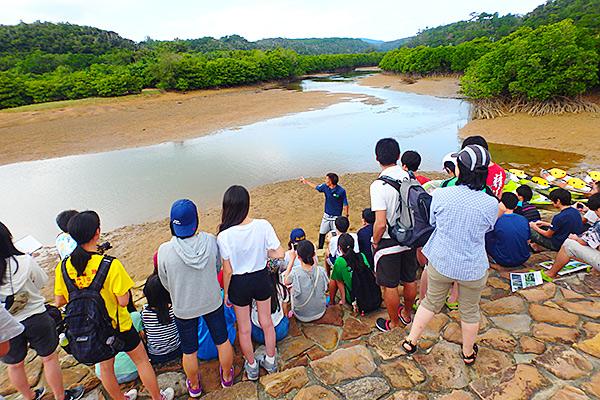 慶佐次川カヌー体験と自然観察 沖縄 修学旅行